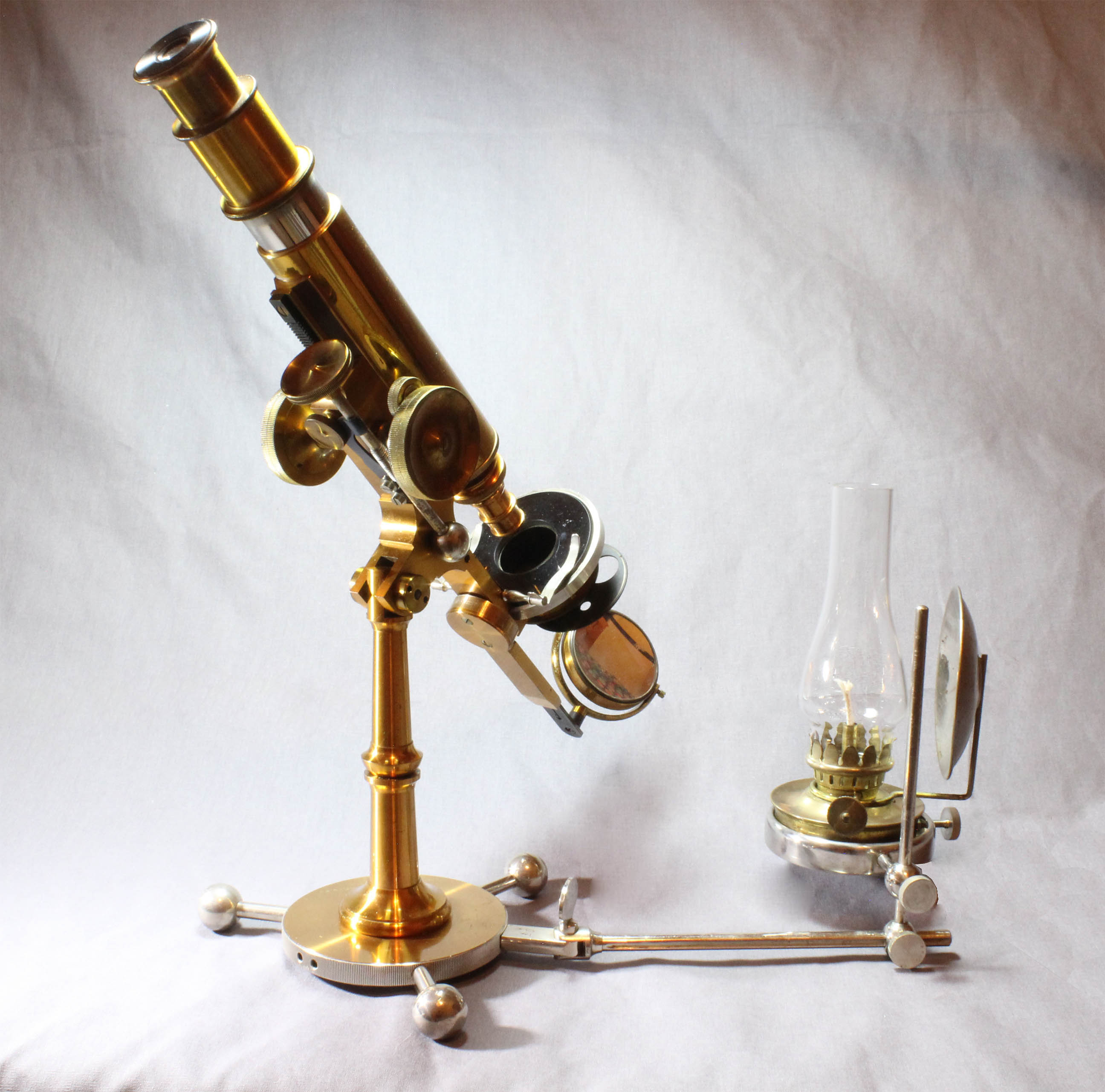 Improved Griffith Club microscope with lamp